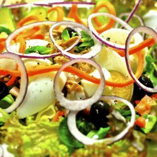 Bramborový salát s tuňákem a fazolemi