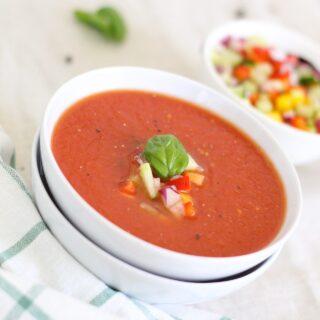Rajčatová polévka se zázvorem a mátou