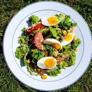 Salát z cukety a vejce